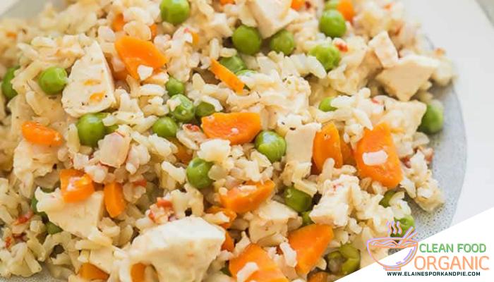 ข้าวผัดคลีน ๆ 2 สูตร ข้าวผัด เป็นอาหารที่ได้รับสารอาหารที่ครบถ้วน เหมาะแก่ผู้ที่ชอบทานคลีนที่ต้องการอาหารครบ5 หมู่ ทานได้ทั้งเด็กและผู้ใหญ่